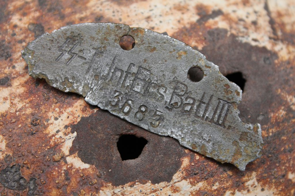 SS- Totenkopf dog tag in good condition