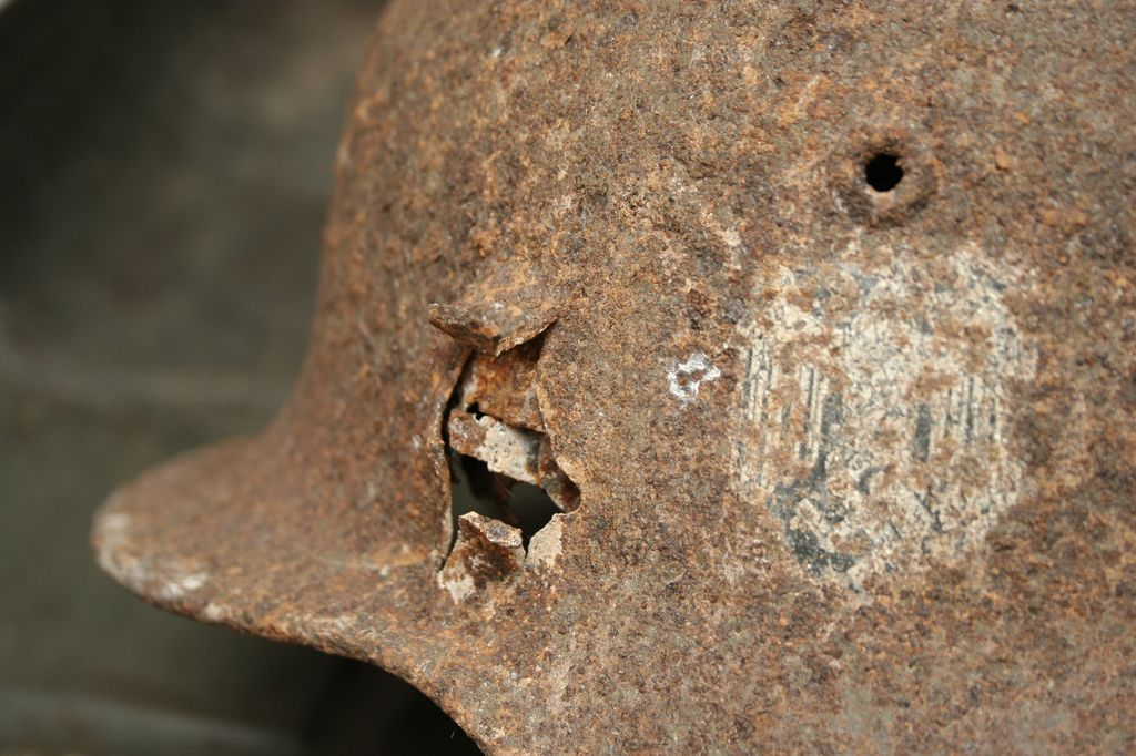 WH M-40 battle damaged Helmet from Leningrad